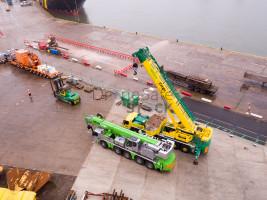 Heavy lift cranes